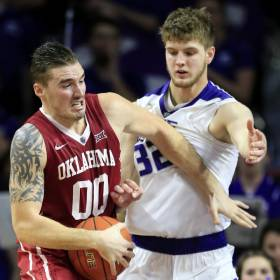Oklahoma forward Ryan Spangler (00) is covered by Kansas State forward Dean Wade (32) during the second half of an NCAA college basketball game in Manhattan, Kan., Saturday, Feb. 6, 2016. Kansas State defeated Oklahoma 80-69. (AP Photo/Orlin Wagner)