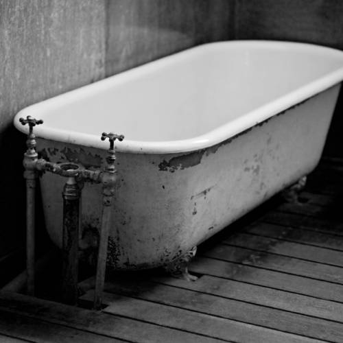 BCC29F antique bathtub