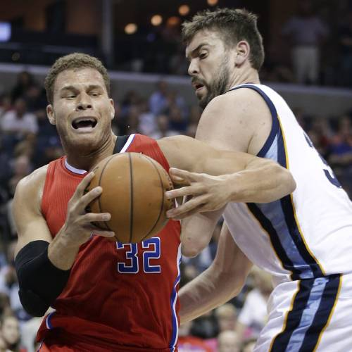 Los Angeles Clippers forward Blake Griffin (32) drives past Memphis Grizzlies center Marc Gasol, of Spain, right, in the first half of an NBA basketball game on Saturday, April 13, 2013, in Memphis, Tenn. (AP Photo/Mark Humphrey) ORG XMIT: TNMH101