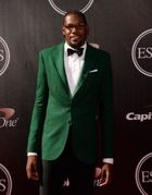 Kevin Durant makes list of best-dressed at ESPYs