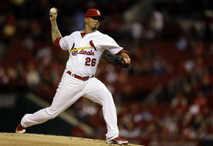 Photo -   St. Louis Cardinals starting pitcher Kyle Lohse throws during the first inning of a baseball game against the Houston Astros, Tuesday, Sept. 18, 2012, in St. Louis. (AP Photo/Jeff Roberson)