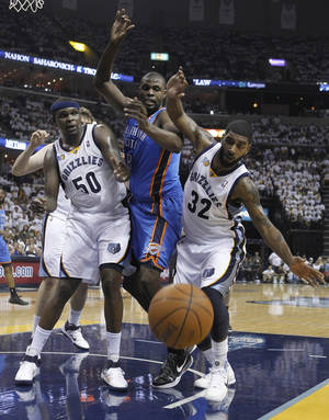 Photo - Memphis Grizzlies forward Zach Randolph (50), Oklahoma City Thunder center Nazr Mohammed, and Grizzlies guard O. J. Mayo (32) watch the ball go out of bounds during the first half of Game 6 of a second-round NBA basketball playoff series on Friday, May 13, 2011, in Memphis, Tenn. (AP Photo/Lance Murphey)