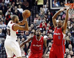 photo -   Portland Trail Blazers forward Nicolas Batum, left, of France, passes off as Los Angeles Clippers' DeAndre Jordan (6) and Caron Butler (5) defend during the first quarter of their NBA basketball game in Portland, Ore., Thursday, Nov. 8, 2012. (AP Photo/Don Ryan)