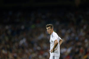 Photo - Real Madrid's Gareth Bale stands on the field during a Spanish La Liga soccer match against Atletico de Madrid at the Santiago Bernabeu stadium in Madrid, Spain, Saturday, Sept. 28, 2013. (AP Photo/Daniel Ochoa de Olza)