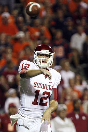 photo -   Oklahoma quarterback Landry Jones throws against UTEP during an NCAA college football game, Saturday, Sept. 1, 2012, in El Paso, Texas. (AP Photo/Mark Lambie)