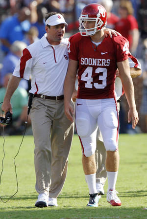 Photo - Bob Stoops talks with kicker Patrick O'Hara (43) during the second half of the college football game between the University of Oklahoma Sooners (OU) and the Florida State University Seminoles (FSU) on Sat., Sept. 11, 2010, in Norman, Okla.  Photo by Chris Landsberger, The Oklahoman