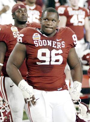 photo - Oklahoma defensive end DeMarcus Granger. AP ARCHIVE PHOTO