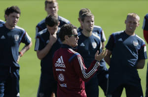 Photo - Fabio Capello, center, Italian coach of Russian national soccer team, talks to his players during a training session in Itu, Brazil, on Friday, June 13, 2014. Russia will play in group H of the 2014 soccer World Cup. (AP Photo/Ivan Sekretarev)