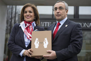 photo - Alejandro Blanco, President of Madrid 2020 Organization, right, and Anna Botella, Mayor of Madrid, left, pose for photographers in front of the IOC headquarters before they submit candidature bid of 2020 Madrid Olympic summer games at the International Olympic Committee, IOC, headquarters in Lausanne, Switzerland, Monday, Jan. 7, 2013. The International Olympic Committee announced that Istanbul, Tokyo and Madrid have made it on to the short list of cities bidding to host the 2020 Olympic Games. (AP Photo/Keystone, Jean-Christophe Bott)