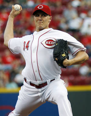 photo -   Cincinnati Reds starting pitcher Homer Bailey throws against the Pittsburgh Pirates in the first inning of a baseball game, Wednesday, Sept. 12, 2012, in Cincinnati. (AP Photo/David Kohl)