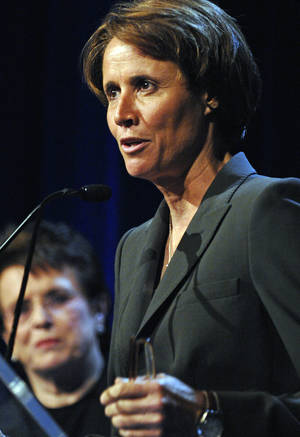 Photo -   FILE - In this June 18, 2007, file photo, Mary Carillo accepts the Gracie Award for Outstanding Program Host as tennis great Billie Jean King watches at left during the Gracie Allen Awards gala in New York. Sports purists may grumble, but the slice of life features about Olympic host countries provided by Carillo and Jimmy Roberts are usually a welcome diversion in NBC's coverage. Between the events and the apparent need to showcase Ryan Seacrest, they've been mostly missing from London, although NBC promises that will change during the second week. (AP Photo/Louis Lanzano, File)