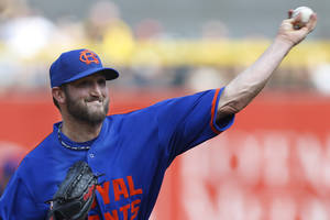 Photo - New York Mets starting pitcher Jonathon Niese throws against the Pittsburgh Pirates in the first inning of the baseball game on Saturday, June 28, 2014, in Pittsburgh. (AP Photo/Keith Srakocic)
