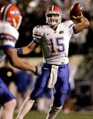 Photo - University of Florida's  Tim  Tebow sets to throw to Louis Murphy for the first touchdown of the game against Vanderbilt in the first quarter in Nashville, Tennessee Saturday, November 8, 2008.(Doug Finger/The Gainesville Sun)