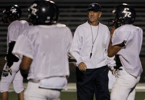 Photo - Coach Tom Cobble and El Reno are only returning four starters from last year's team. PHOTO BY CHRIS LANDSBERGER, THE OKLAHOMAN ARCHIVE