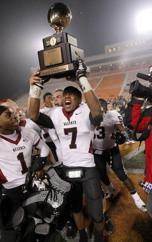 Photo - Wagoner's Kevin Peterson holds up the state championship trophy after beating Clinton 23-0 in the class 4A state championship high school football game at Boone Pickens Stadium  in Stillwater, Okla., Friday, Dec. 2, 2011. Photo by Bryan Terry, The Oklahoman