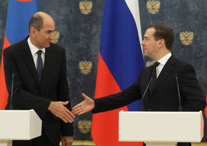 photo -   Russian Premier Dmitry Medvedev, right, shakes hands with visiting Slovenian counterpart Janez Jansa after signing documents on the South Stream pipeline construction at the Gorki residence outside Moscow on Tuesday, Nov. 13, 2012. The South Stream pipeline, due to start operating in 2015, would ship up to 63 billion cubic meters of gas annually from Russia under the Black Sea to Bulgaria, Serbia, Hungary, Slovenia, Austria and Italy in one leg, and Croatia and Greece in a second. (AP Photo/RIA Novosti, Yekaterina Shtukina, Government Press service)