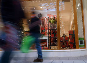 photo - In this Friday, Dec. 21, 2012, photo, shoppers walk past a store at a mall in Salem, N.H. U.S. consumer confidence tumbled in December, driven lower by fears of sharp tax increases and government spending cuts set to take effect next week. The Conference Board said Thursday that its consumer confidence index fell this month to 65.1, down from 71.5 in November. That&#039;s second straight decline and the lowest level since August. (AP Photo/Elise Amendola)