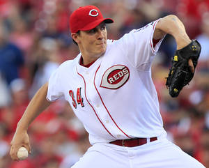 Photo -   Cincinnati Reds starting pitcher Homer Bailey throws against the Minnesota Twins in the first inning of a baseball game, Friday, June 22, 2012, in Cincinnati. (AP Photo/Al Behrman)