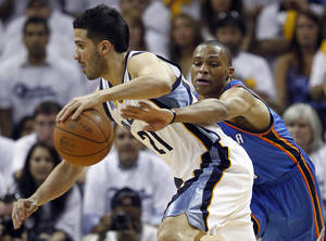 Photo - Oklahoma City Thunder guard Russell Westbrook, right, defends against Memphis Grizzlies guard Greivis Vasquez (21) during the second half of Game 4 of a second-round NBA basketball playoff series on Monday, May 9, 2011, in Memphis, Tenn. (AP Photo/Wade Payne) ORG XMIT: TNMH143