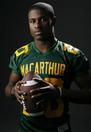 Photo - HIGH SCHOOL FOOTBALL: All State football player Javon Harris, Lawton MacArthur, in the OPUBCO studio, Wednesday, Dec. 17, 2008. BY NATE BILLINGS