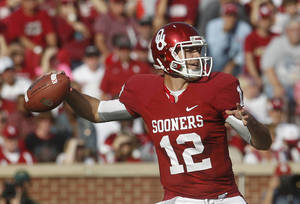 Photo -   Oklahoma quarterback Landry Jones (12) passes against Baylor in the first quarter of an NCAA college football game in Norman, Okla., Saturday, Nov. 10, 2012. (AP Photo/Sue Ogrocki)