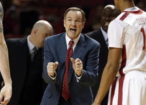 Photo - Sooner head coach Lon Kruger talks to his team as the University of Oklahoma Sooners (OU) men defeat the Iowa State Cyclones (ISU) 87-82 in NCAA, college basketball at The Lloyd Noble Center on Saturday, Jan. 11, 2014  in Norman, Okla. Photo by Steve Sisney, The Oklahoman