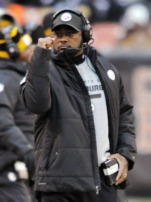 Photo - Pittsburgh Steelers head coach Mike Tomlin pumps his fist after a first down against the Cleveland Browns in the fourth quarter of an NFL football game on Sunday, Nov. 24, 2013. (AP Photo/David Richard)