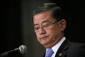 "Photo - Veterans Affairs Secretary Eric Shinseki pauses as he speaks at a meeting of the National Coalition for Homeless Veterans, Friday, May 30, 2014, in Washington. President Barack Obama says he plans to have a ""serious conversation"" with Shinseki about whether he can stay in his job.  (AP Photo/Charles Dharapak)"