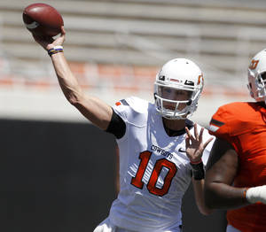 Photo - OKLAHOMA STATE UNIVERSITY / OSU / COLLEGE FOOTBALL: OSU's Clint Chelf throws a pass during Oklahoma State's spring football game at Boone Pickens Stadium in Stillwater, Okla., Saturday, April 21, 2012. Photo by Bryan Terry, The Oklahoman