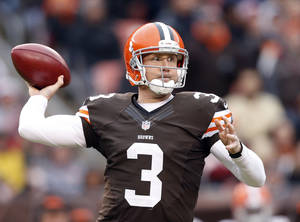 photo -   Cleveland Browns quarterback Brandon Weeden passes against the Baltimore Ravens in the fourth quarter of an NFL football game in Cleveland, Sunday, Nov. 4, 2012. (AP Photo/Rick Osentoski)