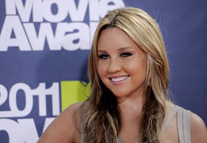 Photo -   FILE - In this June 5, 2011 file photo, Amanda Bynes arrives at the MTV Movie Awards, in Los Angeles. Bynes' attorney entered a not guilty plea to two counts of driving on a suspended license on Monday, Oct. 15, 2012. (AP Photo/Chris Pizzello, File)