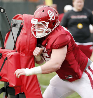 Photo - COLLEGE FOOTBALL: Offensive lineman Ty Darlington participates in Sooner spring football drills at University of Oklahoma (OU) on Tuesday, March 12, 2013 in Norman, Okla.  Photo by Steve Sisney, The Oklahoman