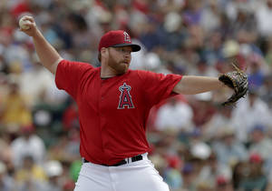 Photo - Los Angeles Angels starting pitcher Tommy Hanson throw to the Cleveland Indians during the first inning of a spring training baseball game in Tempe, Ariz., Wednesday, March 20, 2013. (AP Photo/Chris Carlson)