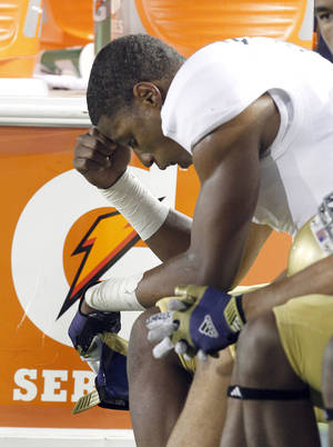 photo -   UCLA wide receiver Shaquelle Evans (1) reacts on the sidelines after a 43-17 lose against California in a NCAA college football game in Berkeley, Calif., Saturday, Oct. 6, 2012. (AP Photo/Tony Avelar)