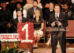 "photo - Bob Stoops, Oklahoma head football coach, explains how important Austin Box was to the success of the Oklahoma Sooners and to the community on Friday, May 27, 2011, during a ""Celebration of Life"" at Emmanuel Baptist Church in Enid, Okla. Box, a three-year letterman for the Sooners, passed away on May 19 in Oklahoma City. (AP Photo/Enid News and Eagle, Bonnie Vculek) ORG XMIT: OKENI103"