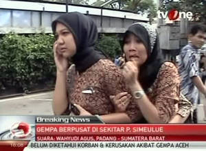photo -   In this image made from Indonesian television TV One, two women react on a street shortly after they ran out from a building when a strong earthquake hit in Aceh in Indonesia, Wednesday, April 11, 2012. A tsunami watch was issued for countries across the Indian Ocean after a large earthquake hit waters off Indonesia on Wednesday, triggering widespread panic as residents along coastlines fled to high ground in cars and on the backs of motorcycles. (AP Photo/TV One via AP Video) INDONESIA OUT