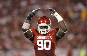 photo - Oklahoma&#039;s David King (90) gets the crowd into the game during the college football game between the University of Oklahoma Sooners (OU) and the University of Missouri Tigers (MU) at the Gaylord Family-Oklahoma Memorial Stadium on Saturday, Sept. 24, 2011, in Norman, Okla. Photo by Chris Landsberger, The Oklahoman  ORG XMIT: KOD