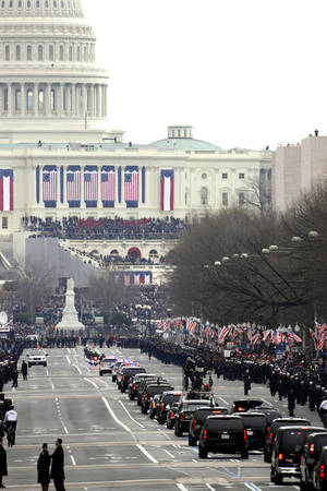 photo - The motorcade of President Barack Obama heads up Pennsylvania Avenue to the U.S. Capitol for the 57th Presidential Inaugural, Monday, Jan. 21, 2013 in Washington. (AP Photo/Alex Brandon)