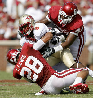 Photo - OU's Travis Lewis, left, and Jeremy Beal bring down Florida State's Taiwan Easterling during the first half of the college football game between the University of Oklahoma Sooners (OU) and Florida State University Seminoles (FSU) at the Gaylord Family-Oklahoma Memorial Stadium on Saturday, Sept. 11, 2010, in Norman, Okla.   Photo by Bryan Terry, The Oklahoman