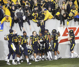 photo - West Virginia hosting Oklahoma on Nov. 17 is The Oklahomans top Big 12 game this season. For the complete list, go to pages 10-11B. AP ARCHIVE PHOTO