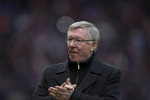 photo - Manchester United's manager Sir Alex Ferguson applauds supporters before his team's English Premier League soccer match against Reading at Old Trafford Stadium, Manchester, England, Saturday March 16, 2013. (AP Photo/Jon Super)