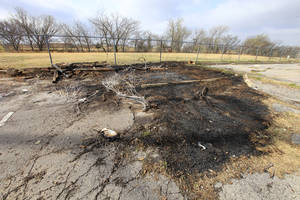 Photo - <137>Arson<252,1>PAUL B. SOUTHERLAND<252,1>THE OKLAHOMAN<252,1>PAUL B. SOUTHERLAND<252,1><137>A charred area after an arson fire area behind businesses in the 6800 block of NW Expressway. Photo by Paul B. Southerland, The Oklahoman <strong>PAUL B. SOUTHERLAND - PAUL B. SOUTHERLAND</strong>