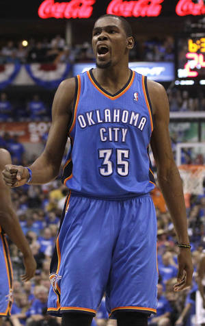 Photo -   Oklahoma City Thunder Kevin Durant (35) yells after his team took the lead in the fourth quarter against the Dallas Mavericks during Game 4 in a first-round NBA basketball playoff series, Saturday, May 5, 2012, in Dallas. The Thunder won 103-97. (AP Photo/LM Otero)