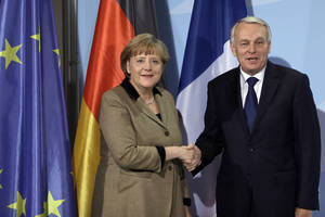 Photo -   German Chancellor Angela Merkel, left, and the Prime Minister of France, Jean-Marc Ayrault, right, shake hands after a joint press conference as part of a meeting at the chancellery in Berlin, Germany, Thursday, Nov. 15, 2012. (AP Photo/Michael Sohn)