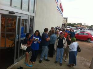 photo - Thunder fans lined up for NBA Western Conference Championship shirts Thursday morning at Academy at Northwest Expressway and NW 63. Photo by Robert Medley