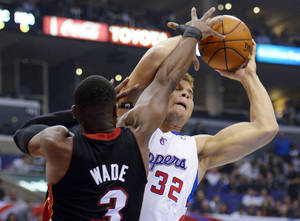 photo -   Los Angeles Clippers forward Blake Griffin, right, puts up a shot as Miami Heat guard Dwyane Wade defends during the first half of their NBA basketball game, Wednesday, Nov. 14, 2012, in Los Angeles. (AP Photo/Mark J. Terrill)