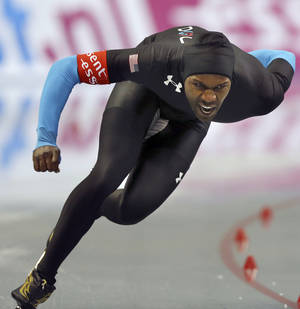 Photo - Shani Davis of the United states skates in the men's 1,000 meters race at the World Sprint Speed Skating Championships in Nagano, central Japan, Saturday, Jan. 18, 2014. (AP Photo/Koji Sasahara)
