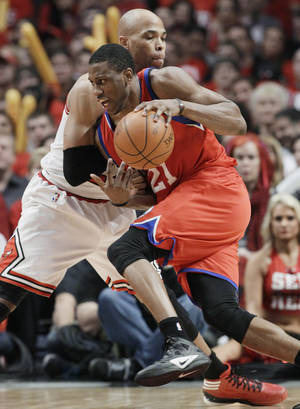 Photo -   Philadelphia 76ers forward Thaddeus Young (21) drives to the basket against Chicago Bulls forward Taj Gibson during the third quarter of Game 2 in an NBA basketball first-round playoff series, in Chicago on Tuesday, May 1, 2012. (AP Photo/Nam Y. Huh)