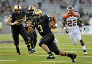 Photo - Army quarterback Angel Santiago (3) runs for a touchdown against Morgan State during the first half of an NCAA college football game on Friday, Aug. 30, 2013, in West Point, N.Y. (AP Photo/Hans Pennink)