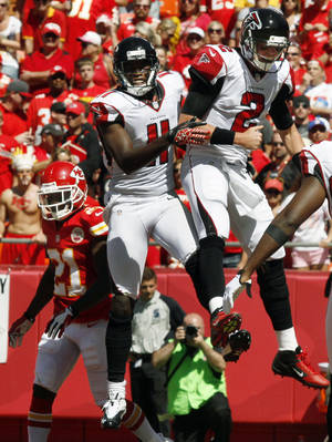 Photo -   Atlanta Falcons quarterback Matt Ryan (2) and wide receiver Julio Jones (11) celebrate a touchdown as Kansas City Chiefs defensive back Javier Arenas (21) returns to the bench during the second half of an NFL football game at Arrowhead Stadium in Kansas City, Mo., Sunday, Sept. 9, 2012. (AP Photo/Ed Zurga)